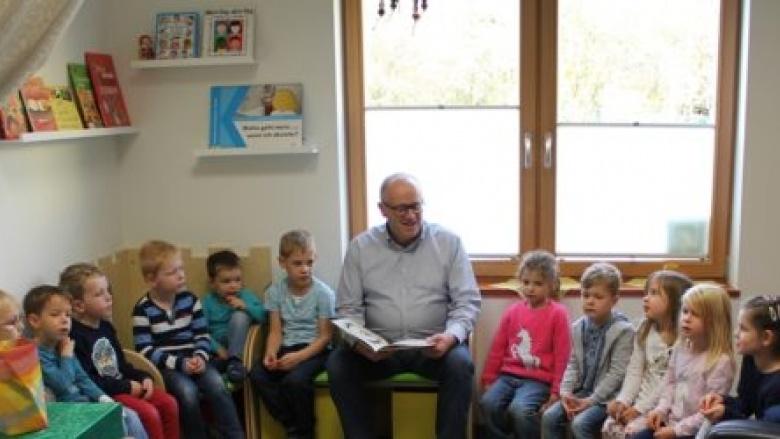 Weißt Du, wo die Baumkinder sind – Peter Enders liest in der Rotter KITA