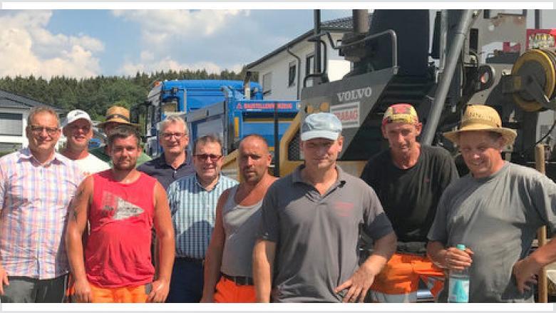 """CDU Wissen brachte Bauarbeitern """"Auf den Weiden"""" eine Erfrischung"""
